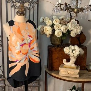 Gibson Latimer cut shoulder hi/lo floral top